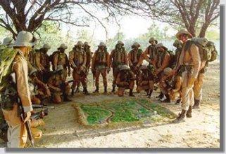 Combatentes de caatinga preparando-se para mais uma missão.
